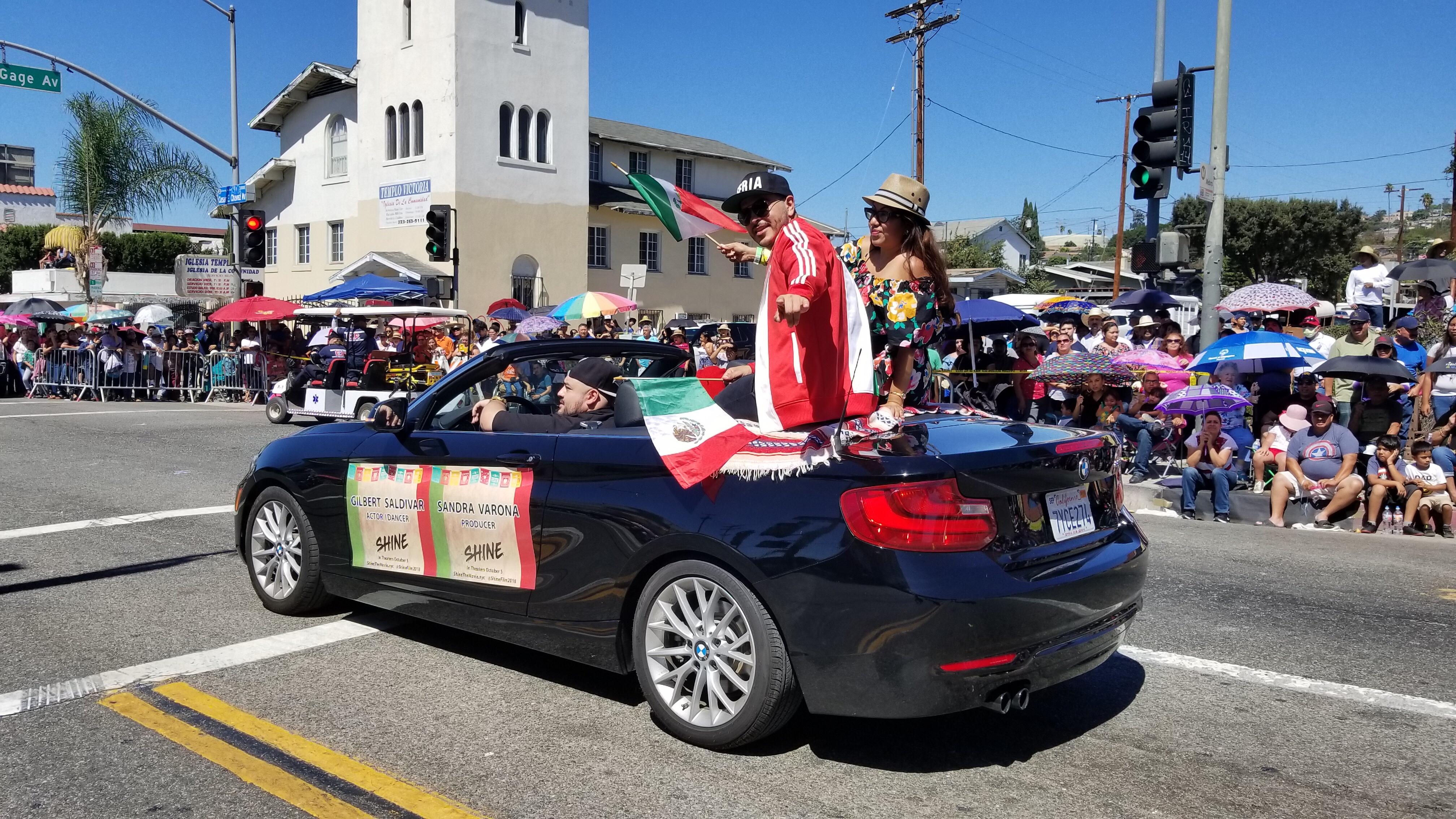 La cinta SHINE se dio cita en el desfile de la Independencia Mexicana de East LA